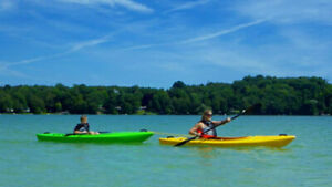 SPRING SALE * $100 OFF - New Thunder recreational kayak w/paddle