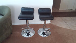 Leather bar stools from Structube