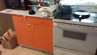 URGENT: Stove and refrigerator for Sale 25 each.