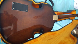 VINTAGE VIOLIN BASS GUITAR WITH HARD CASE