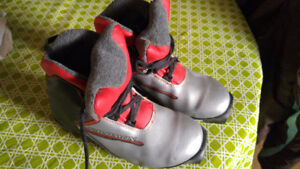 Salomon kids X-country ski boots size 3