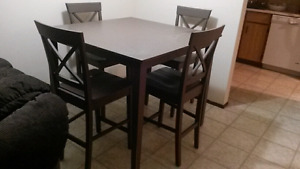 Table with fout chairs
