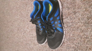 Men's size 12 running shoe