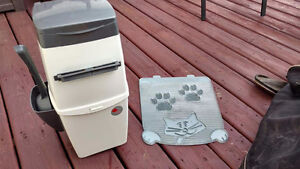 Litter Locker Pail with one scoop and matching mat