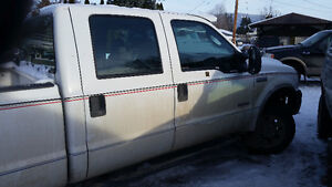 2005 Ford F-350 Crew-Cab Truck