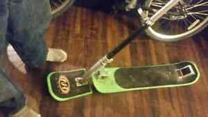 Snowboard scooter