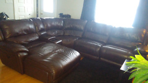 Sofa sectionnel 5 pieces, en cuir veritable.
