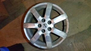 5 Nissan Maxima alloy rims 17 inch with centres