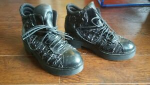 FUNKY BLACK AND SILVER PLATFORM / COMBAT BOOTS