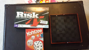 Board Games - Risk, Yahtzee, chess (4 in 1 game)