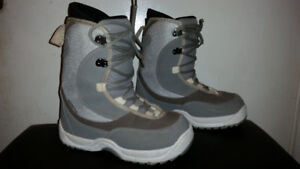 SNOWBOARD BOOTS : LIMITED FOCUS WOMEN'S SIZE 7 EXCELLENT USED