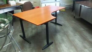Sturdy Office Desk - Just the right size! Cambridge Kitchener Area image 2