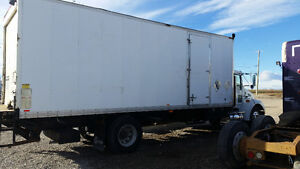 2007 KW T300 box truck with lift gate