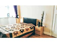 Spacious Pads in Ilford - Couples Welcome