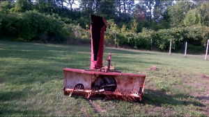 Selling tractor snow blower
