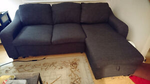 Great condition sectional w/ pull out bed