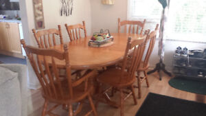 (SOLID OAK DOUBLE PEDESTAL TABLE) 2 ARM CHAIRS, 4 SIDE, 2 LEAVES