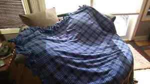 Homemade knot blankets Kingston Kingston Area image 3