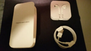 Brand New Original Apple Headphones and USB Cable in retail pack