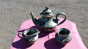BLUE MOUNTAIN POTTERY SLATE TEA SET reduced Belleville Belleville Area image 1