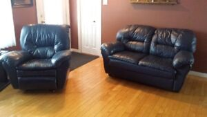 Divan et fauteuil inclinable en cuir