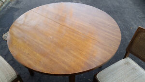 """40"""" Round table + 2 chairs set London Ontario image 2"""
