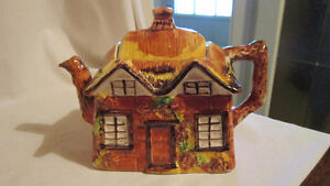 Ye Olde Cottage Teapot - Made in England