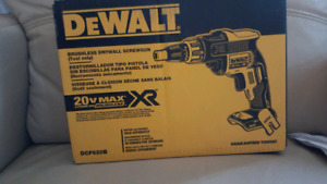 DeWalt 20V Brushless Screwgun and Cutout Tool