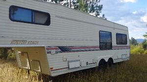 32 ft Kustom Koach trailer - Generator included - Truck availibl
