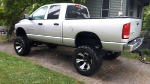 Lifted 2004 Dodge Power Ram 2500 SLT Pickup Truck