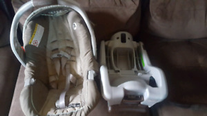 Graco Snugride Classic Connect 30 Carseat and base