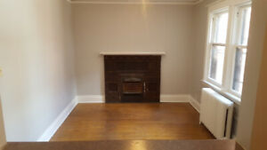 March 1 - 1 Bed + Claw Tub, Huge Outdoor Space, & Parking