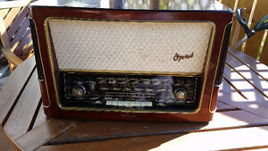 Antique radio TELEFUNKEN -Opus 7 made in Western Germany