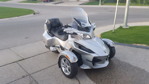 2010 Canam Spyder RT **Rare Manual**