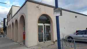 retail space with parking for rent