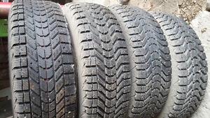 215 70 R15 pneus et jantes