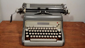CORONA SMITH dactylo typewriter with working ribon