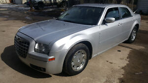 2006 Chrysler 300 limited very well maintained second owner