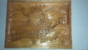 Cadre de bois sculpté