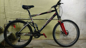 Trek fuel full suspension mountain bike 19.5 inch frame