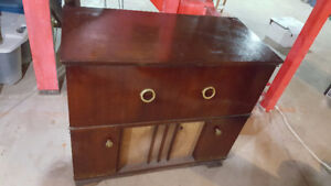 Antique radio/record player in cabinet