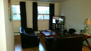 Spacious Bright 1 Bedroom Apartment for Rent * Prime Location!!