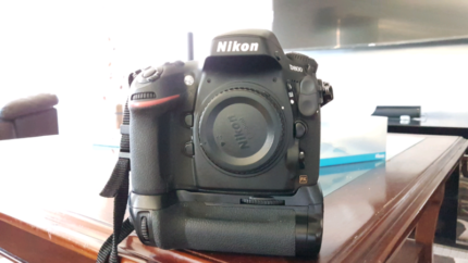 For sale Nikon D800 Full frame camera with grip