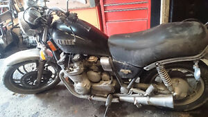 1082 yamaha maxim 650 great for parts or cafe racer
