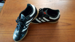 Kids Adidas Indoor/Turf Soccer Shoes sz 3- like new