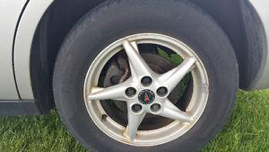 "Set of (4)  16"" Pontiac wheels (aluminum) London Ontario image 2"
