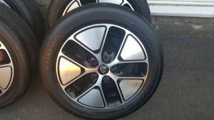4 MAG KIA Noir avec pneu d'ete HANKOOK 215 55R 17 bon etat