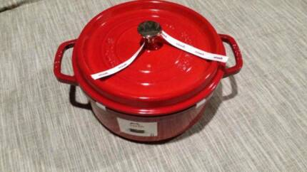 NEW/Staub 24cm enameled cast iron cocotte Made in France