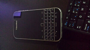 BLACKBERRY CLASSIC 1 MONTH OLD