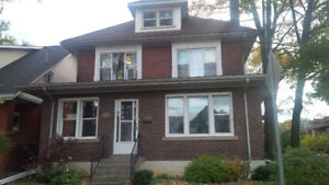 Large 3 bedroom, 2 bathroom unit in house near McMaster Inn. Prk